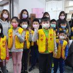 孩童捐紅包 壓歲錢助植物人買尿布 一日志工愛體驗